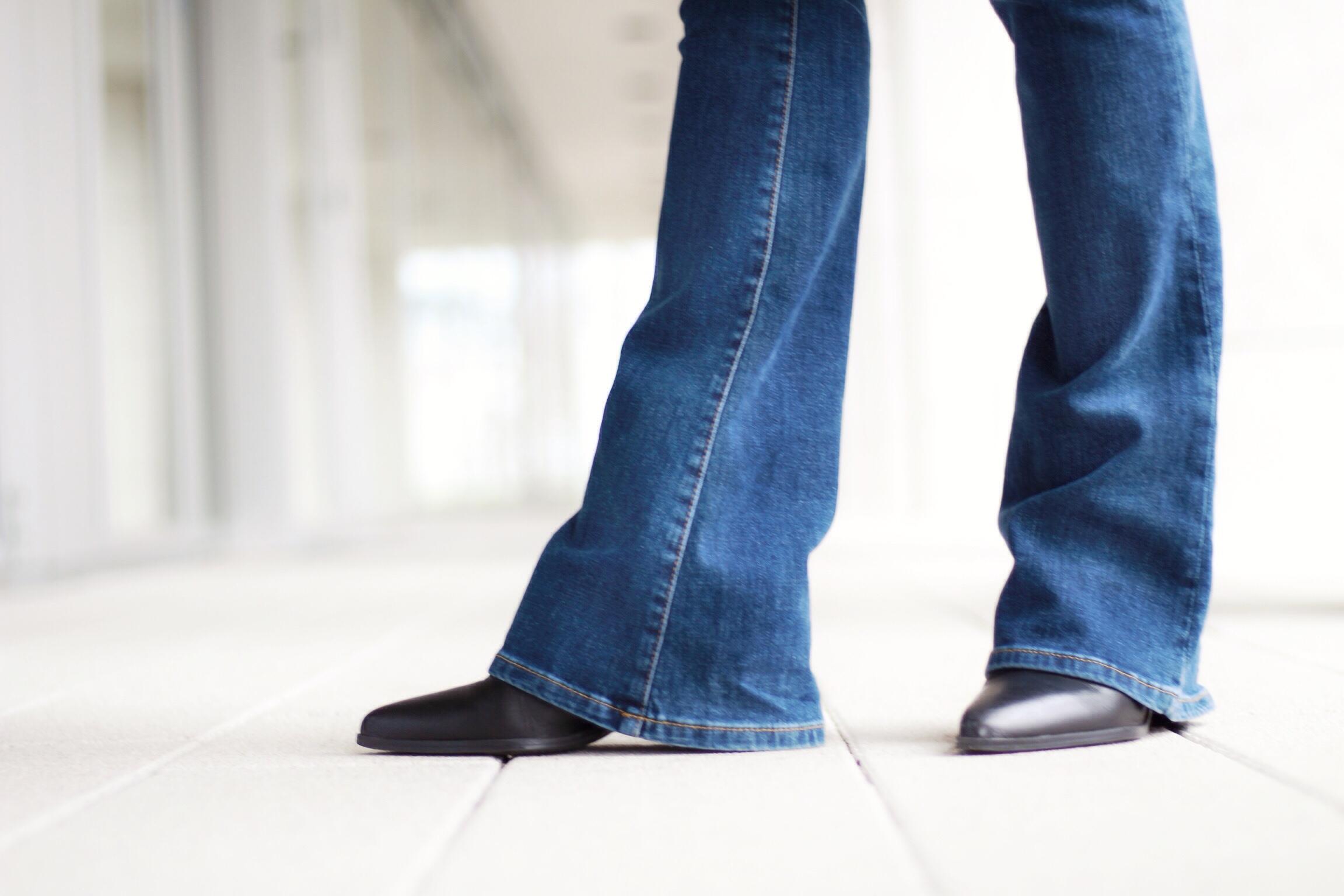 Schlaghose-Flared-Jeans-How-to-Wear-Céline-Tasche-Blog-Freiburg
