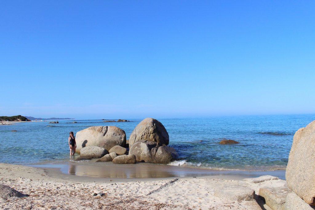 Einer der schönsten Strände in Südsardinien in der Nähe von Villasimius. Ebenfalls schöne Strände sind in Chia und Pula