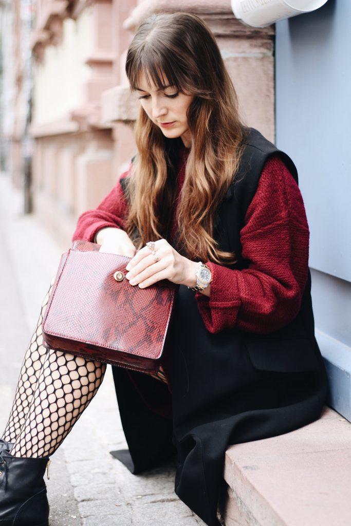 Modetrends Snakeprint und Netzstrumpfhose für meinen Modeblog kombiniert