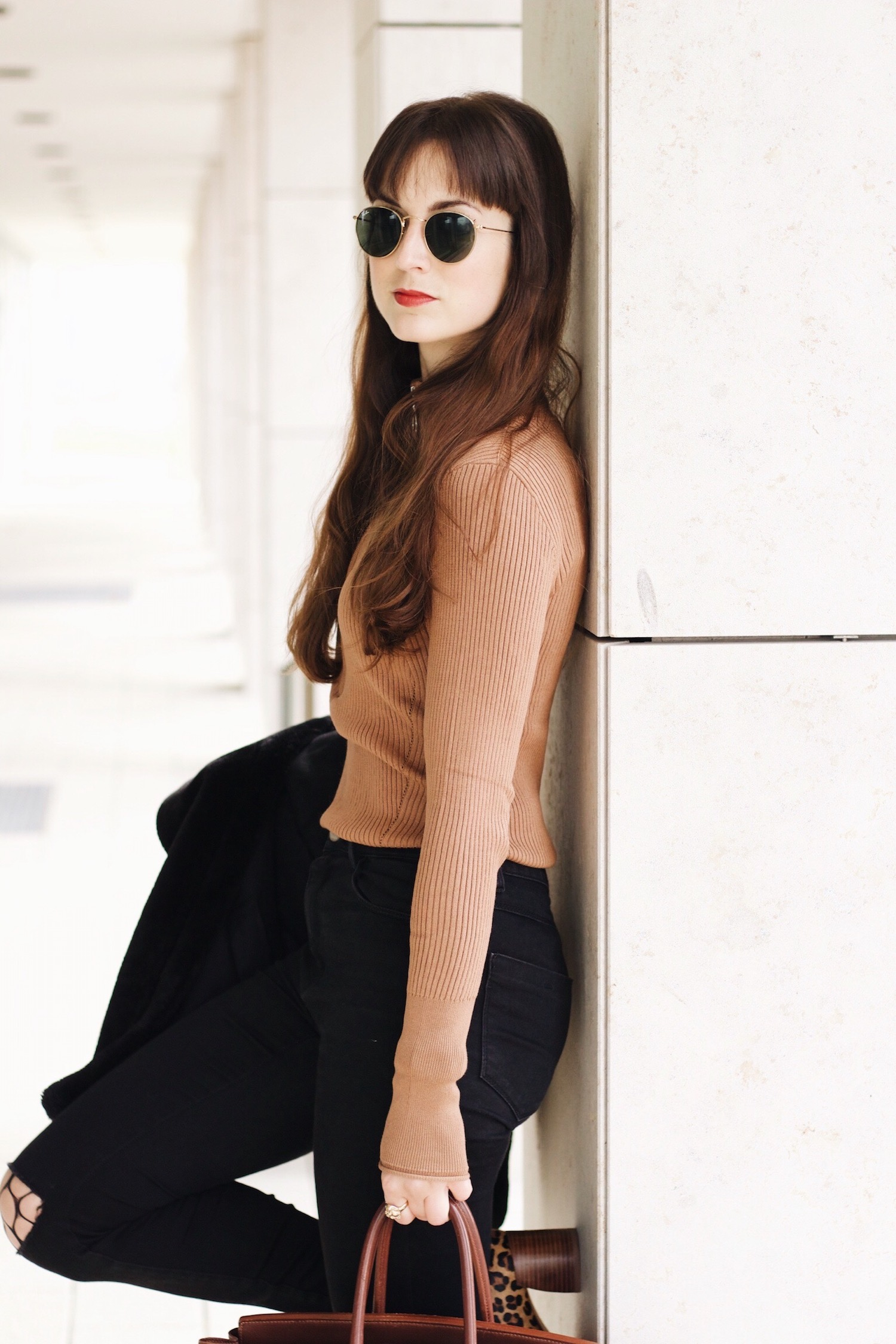 Mein Outfit mit Birkin Bag Leo Pumps und Netzstrumpfhose kombiniert für meinen Modeblog