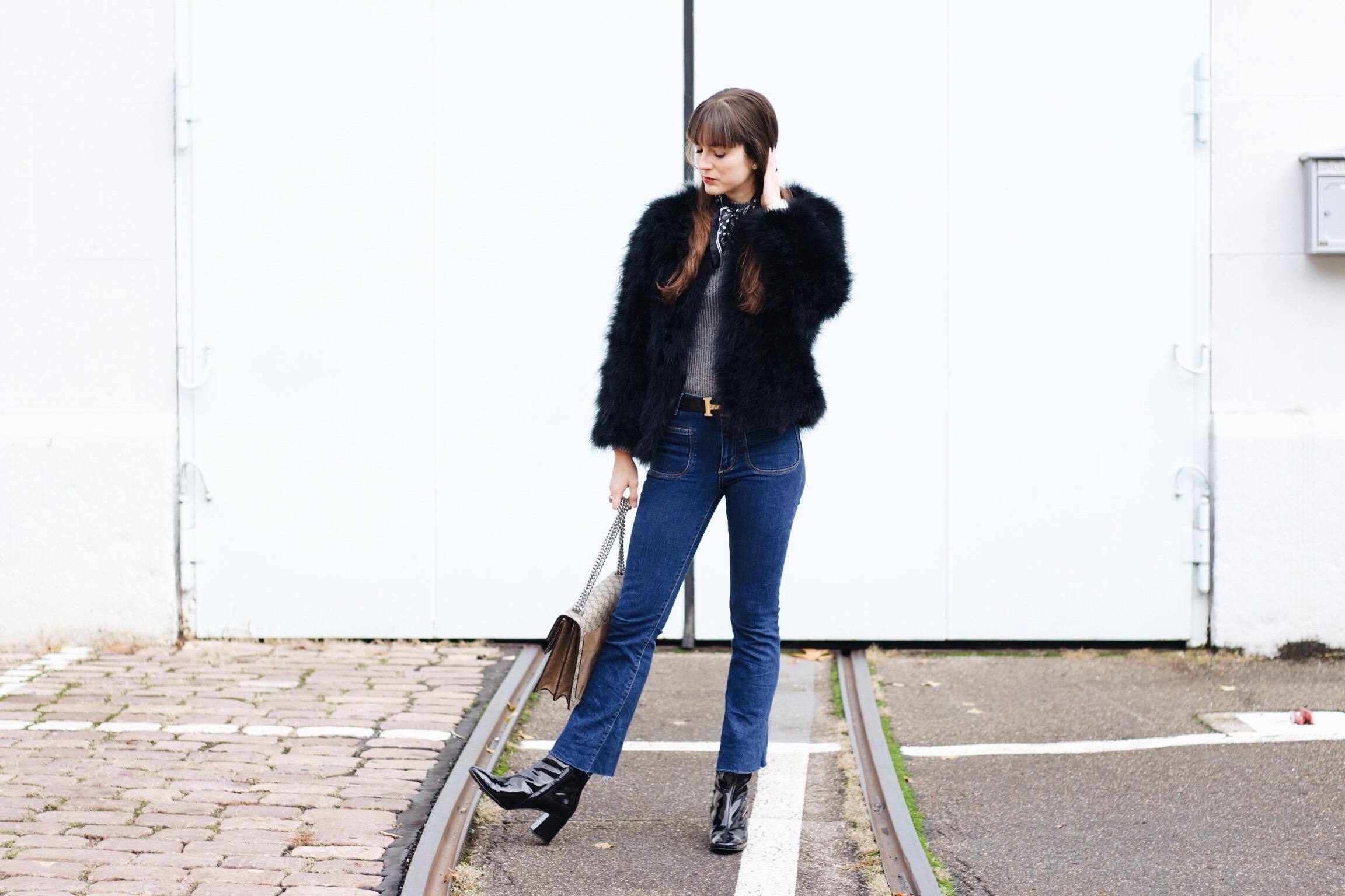 Federjacke von Pello Bello kombiniert mit Kick Flare Jeans und Gucci Dionysus Bag für meinen Modeblog