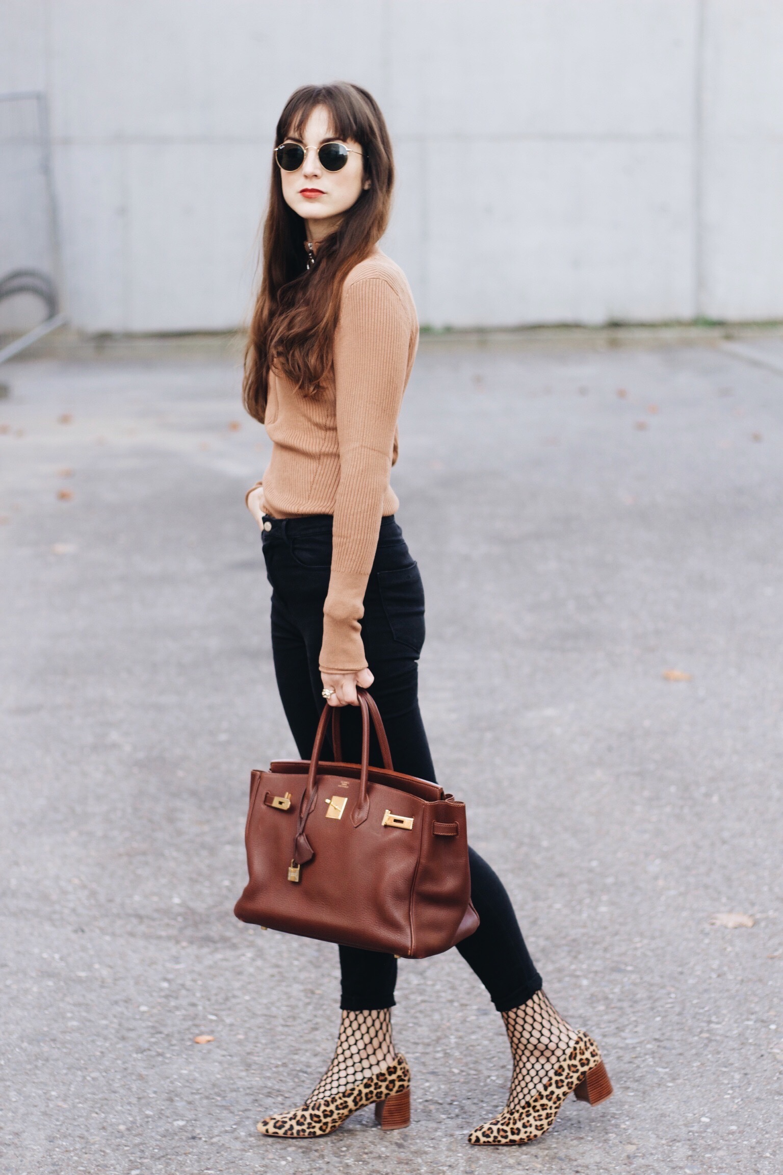 Birkin Bag, Leo Pumps, Netzstrumpfhose kombiniert für meinen Modeblog