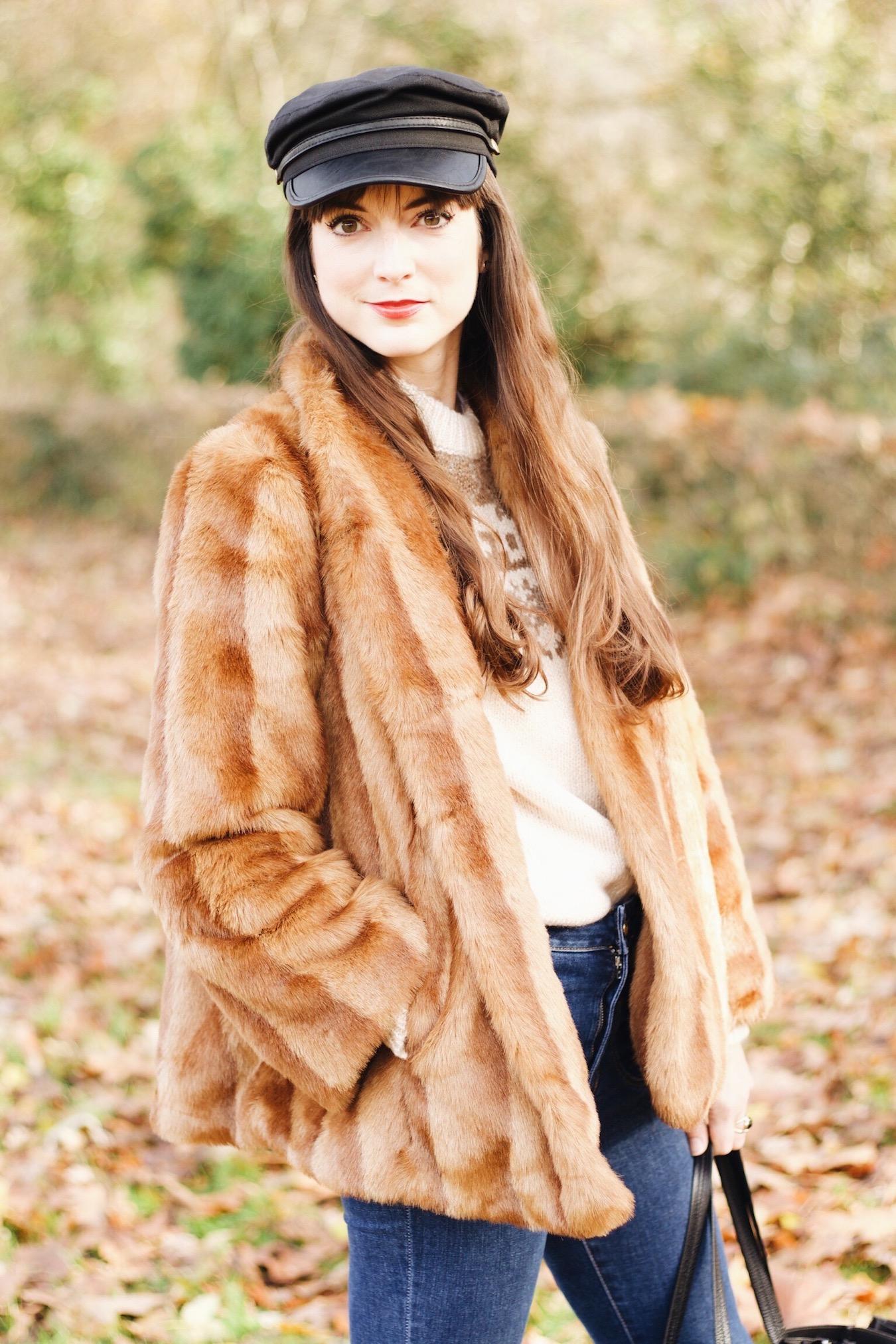 Modeblog Outfitpost mit Felljacke und Kick Flare Jeans