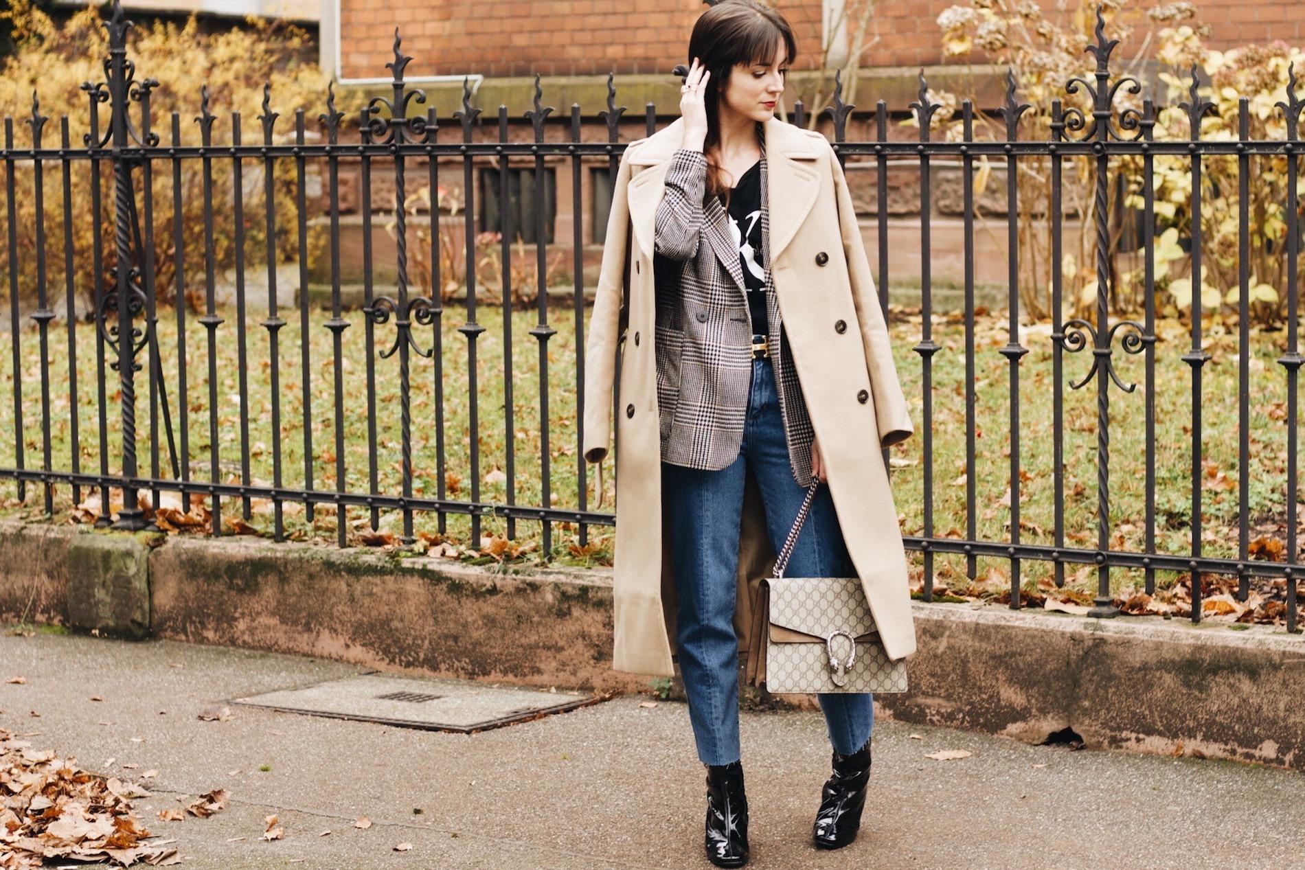 Modetrend Camelcoat auf meinem Modeblog kombiniert mit Lack Stiefeletten und Gucci Dionysus Bag