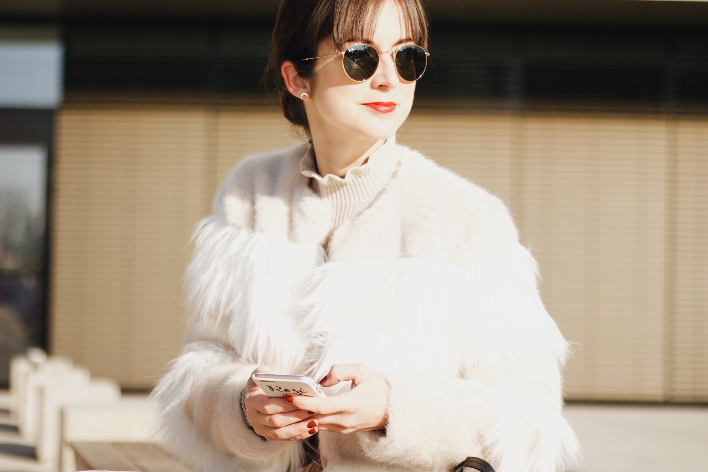 Modeblog Outfit mit Samttrend und Felljacke sowie Chloé Tasche