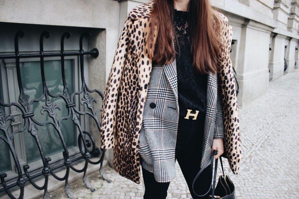 Karomuster und Leoprint kombiniert mit Spitzenbluse für meinen Modeblog