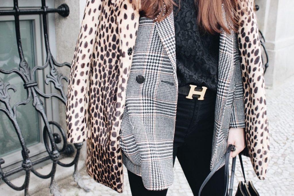 Karomuster Leomantel Spitzenbluse und Celine Cabas Bag auf meinem Lifestyleblog