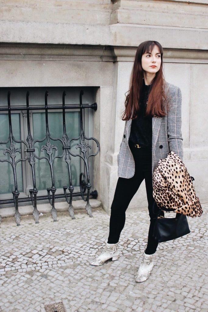 Snakeprint Booties, Leopardenprint Mantel, Karomuster und Spitzenbluse auf meinem Fashionblog