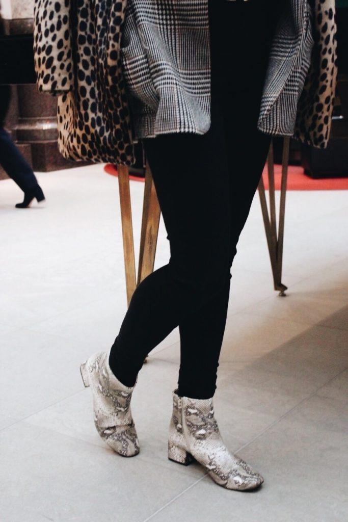 Snakeprint Schlangenleder Booties Stiefeletten auf meinem Fashionblog