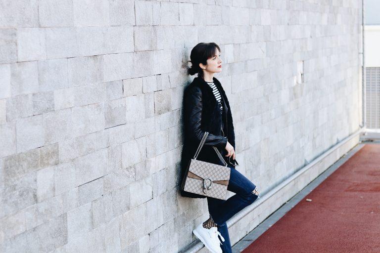 Netzstrumpfhose kombiniert mit Cropped Jeans und Gucci Dionysus Bag