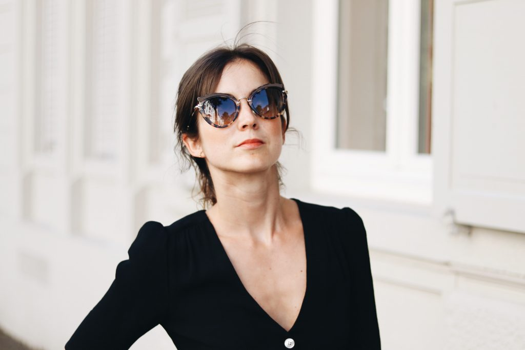 miu-miu-sonnenbrillen-passend-zum-outfit-sommerkleid