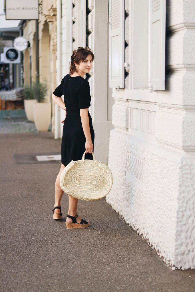 neele-modebloggerin-schwarzes-sommerkleid