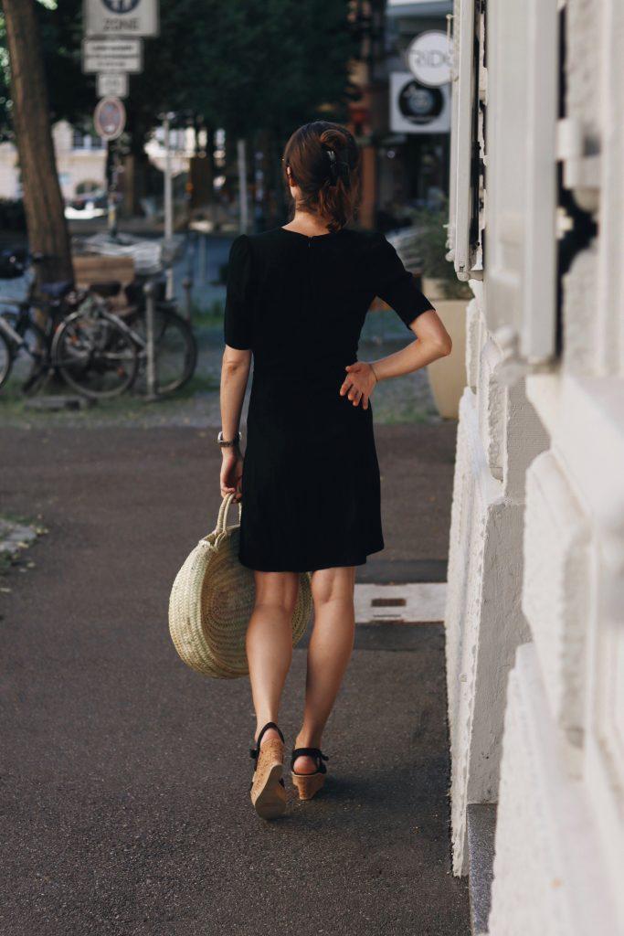 outfit-sommerkleid-ideen-sommertage-rouje-mit-korbtasche