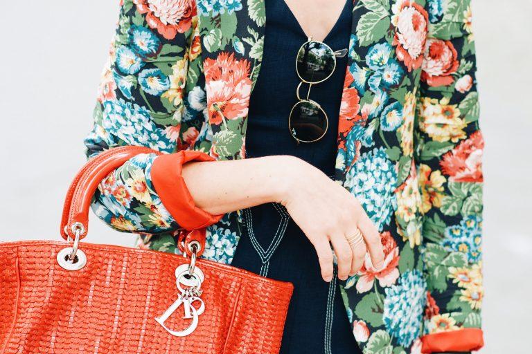 Blumenmuster-Blazer-Jumpsuit-Dior-Tasche-Outfitpost-Modeblog-Modetrends