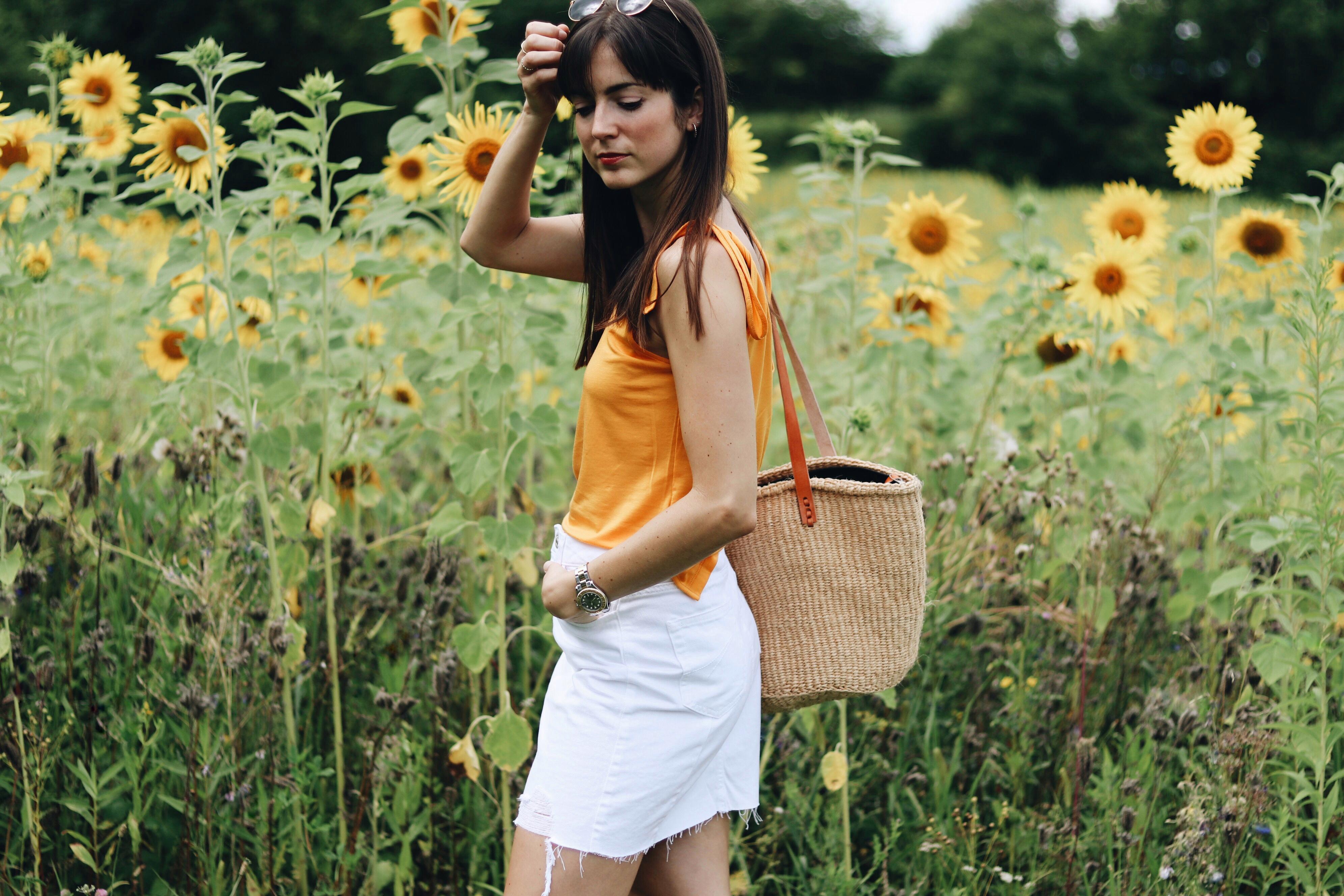 modeblog-Gelb-Sommertrends-Modetrends-Modefavoriten-Korbtasche-Strohtasche-Birkin-Korb-Sandalen-Minirock-Sisaltasche