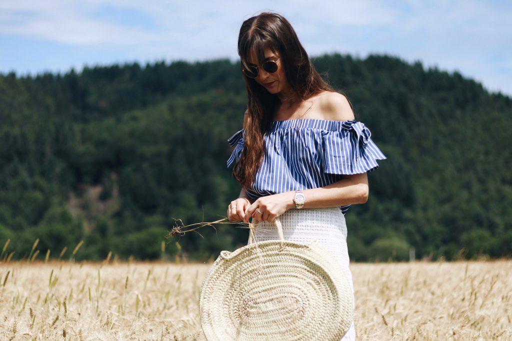 neele-bloggerin-aus-freiburg-sommer-outfit-spitzenrock