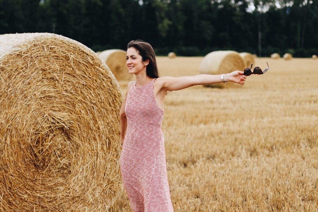 Sommerlook mit Midikleid und Birkinbasket French Chic Look