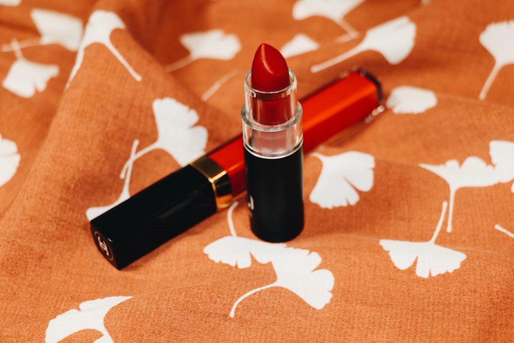 Lippenstift von NUI und Lipgloss von Chanel auf meinem Modeblog