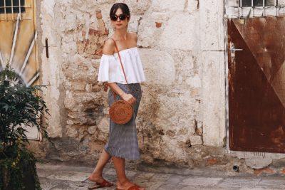 Vichykaro-Karomuster-Offshoulder-Korbtasche-Basketbag-Midirock-Celine-Sunglasses-Sonnenbrille-Split-Bloggerlook-Sommerlook-Urlaubslook-Modeblog-Gingham