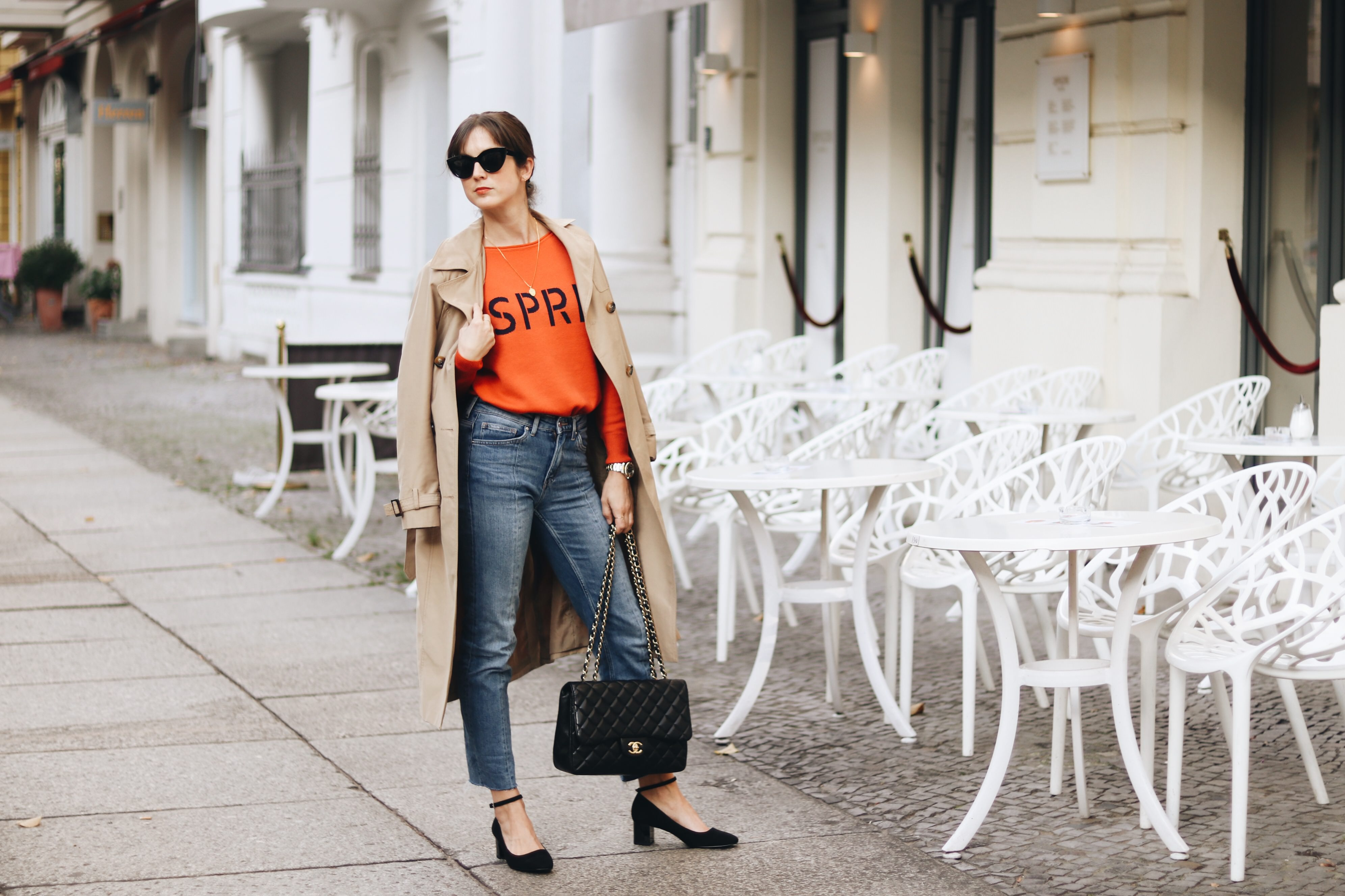 Der French Chic Parisienne Modeblog Colour Blocking Mary Janes Mom Jeans Chanel Bag Modetrends