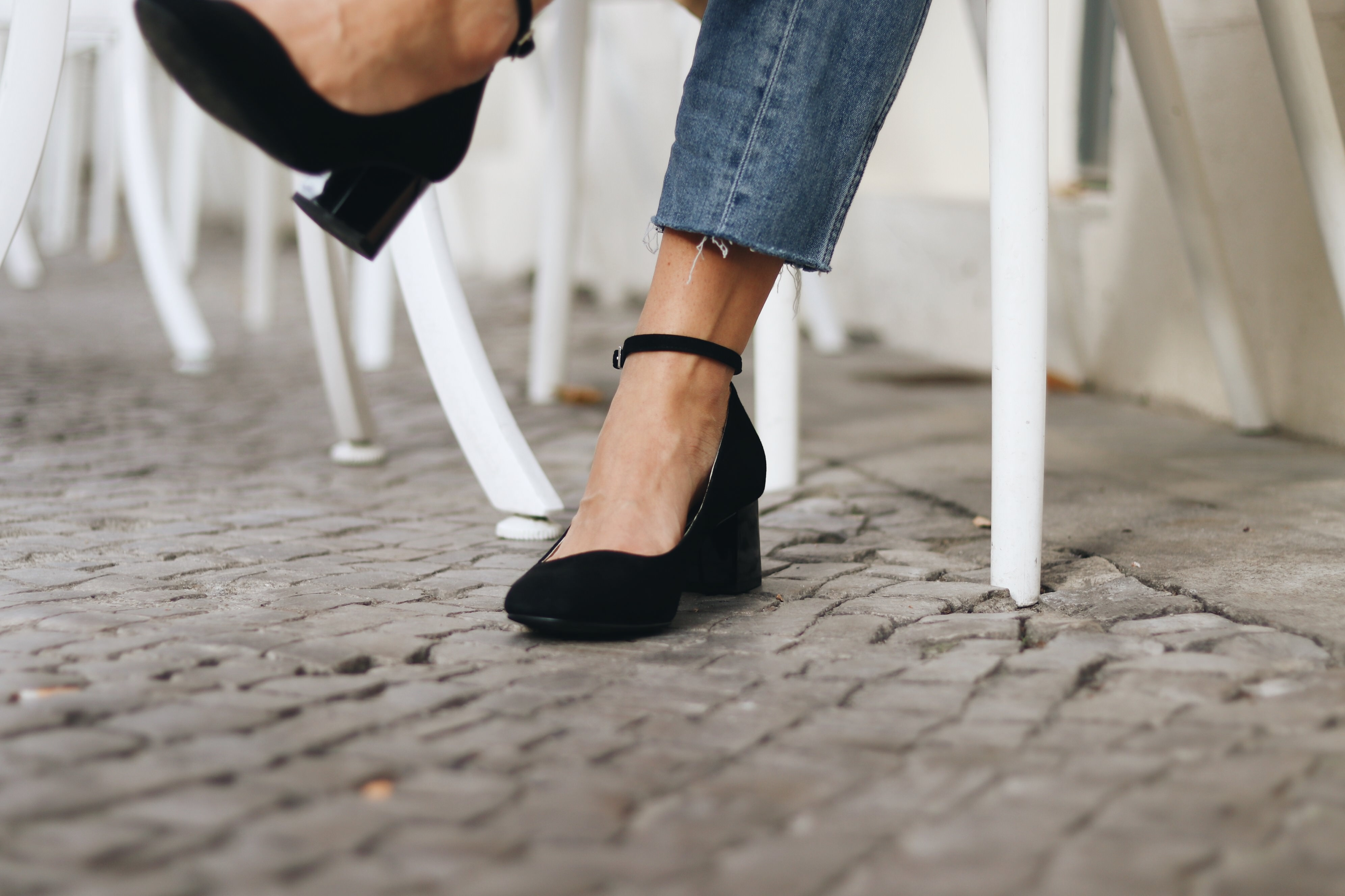 Mary Janes Schuhe kombiniert mit Kick Flare Jeans Modeblog Outfit
