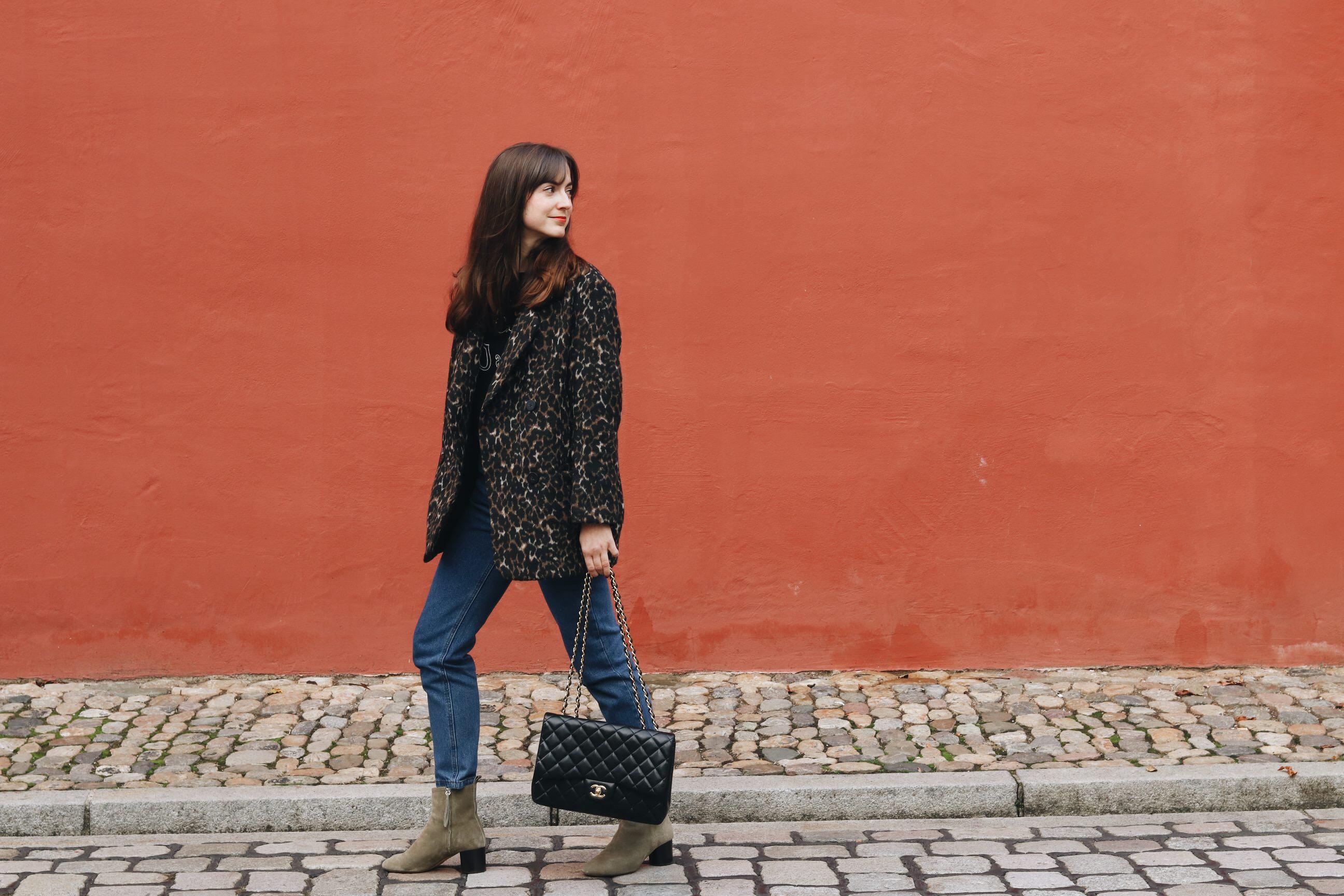 Streetstyle Outfit Blog Bloggerin Neele Leomantel kombinieren mom jeans isabel Marant Booties Chanel Tasche