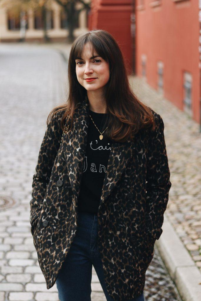 Leomantel kombinieren Mom Jeans Outfit Blog Modeblog