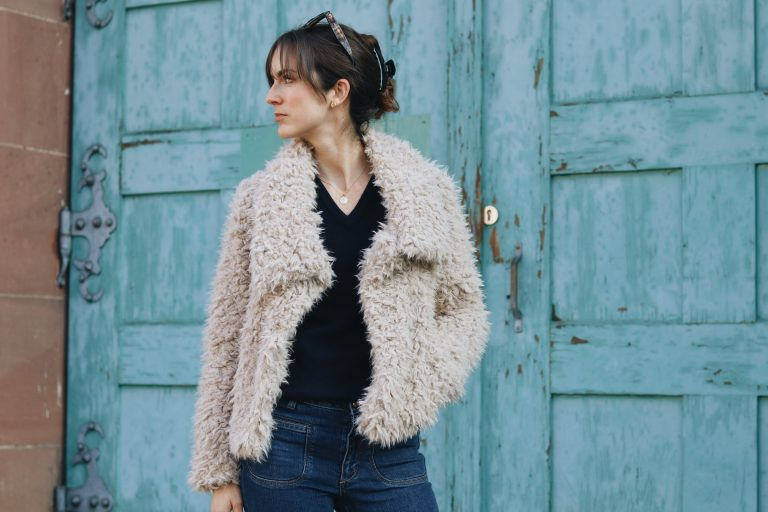 Modeblog Modebloggerin Outfit Streetstyle Deutschland Berlin fake fur Jacke kombinieren