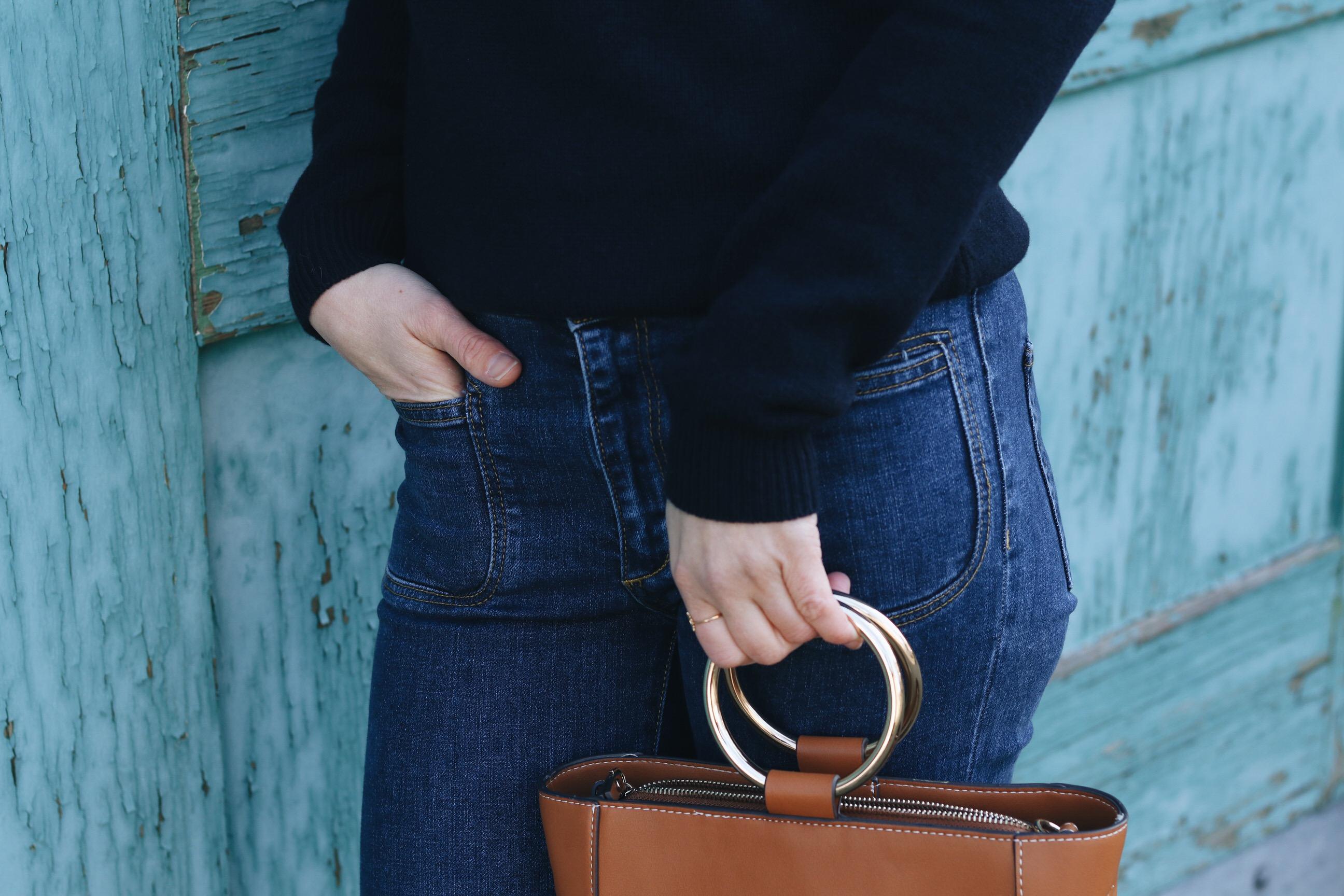 Kick Flare Jeans kombinieren mit Merinowolle Pullover