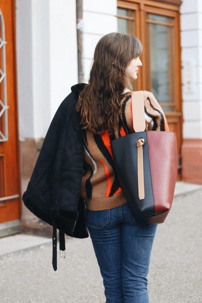 Celine Tasche Ideen Outfit Strickpullover kombinieren French Chic Winter Look Blog