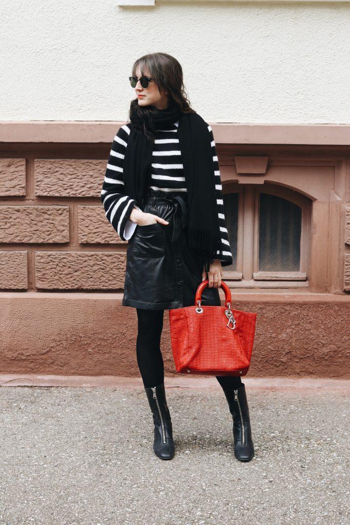French Chic Outfit Modeblog Instagram Lederrock kombinieren Stiefeletten