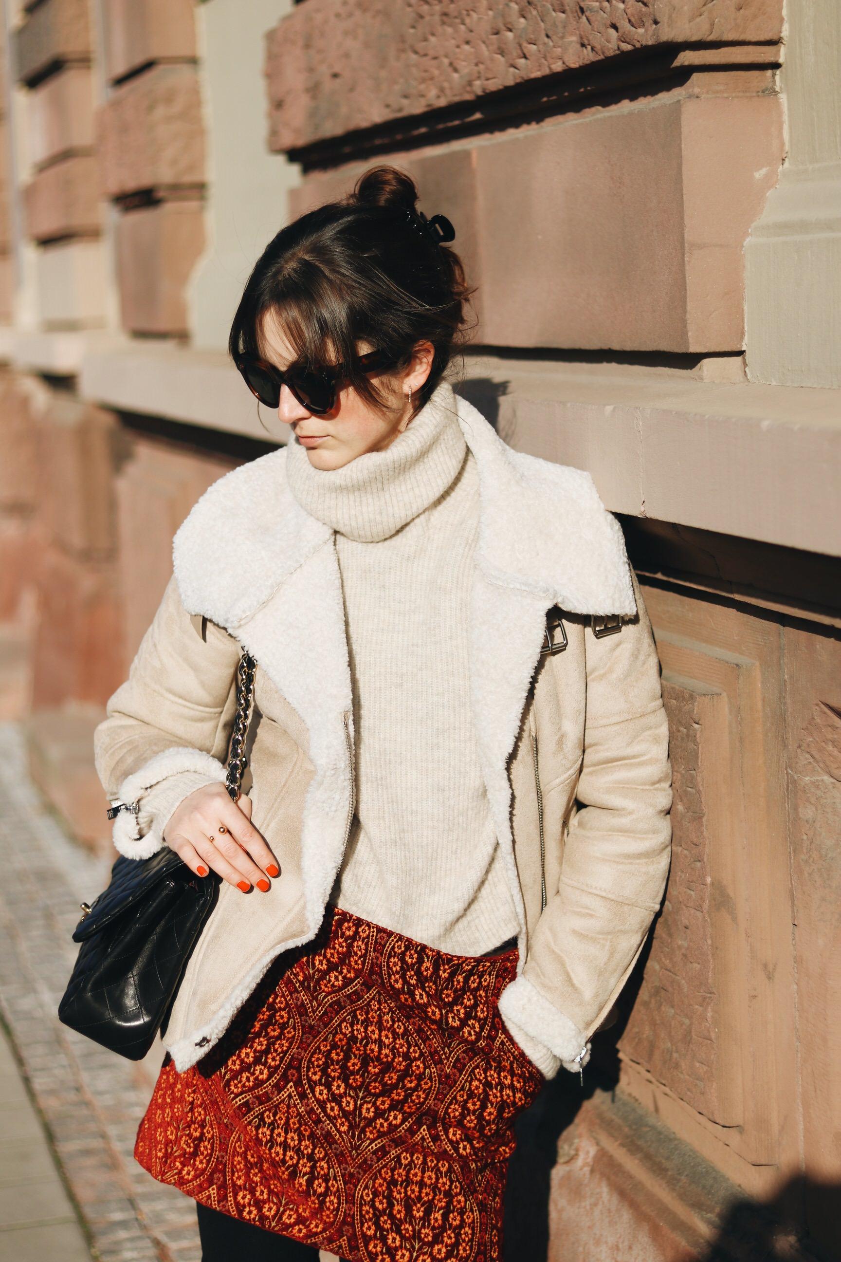 Lammfell Jacke kombinieren Winter Outfit Ideen Minirock Celine Sonnenbrille Blog Fashionblog