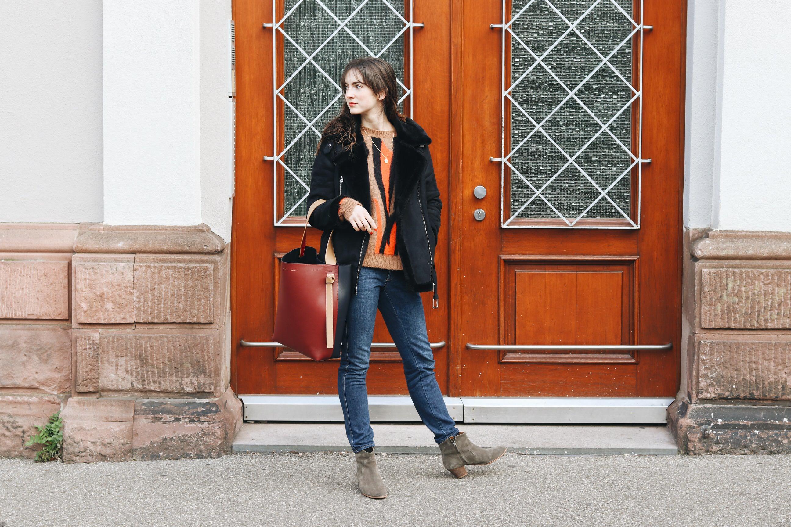 Modeblog Outfit Streetstyle Winter Look schwarze Felljacke Strickpullover Stiefeletten Fashionblog deutsch Instagram Bloggerin