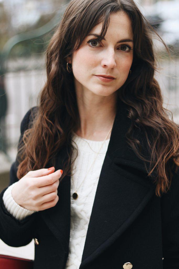 Outfit Modeblog Streetstyle all white Look kombinieren schwarzer Wintermantel