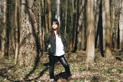 Barbour Jacke Jacket Wander Outfit Wanderlook Fruehling klassisch gruen weisse Bluse