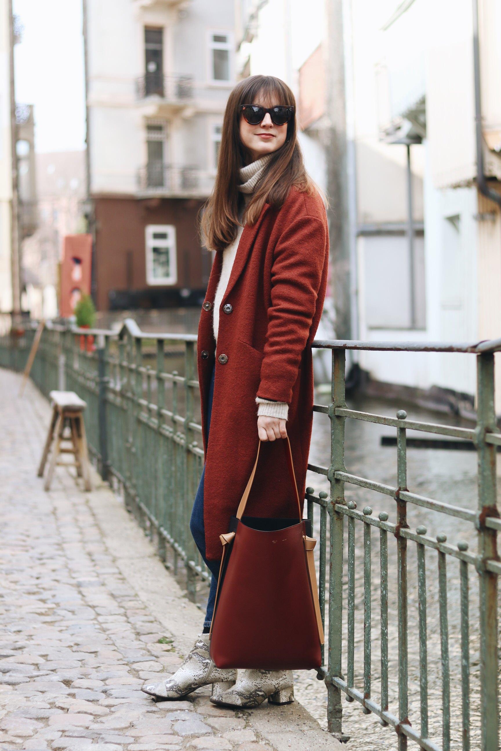 Céline Tasche Bag rot Taschentrends snake Print Stiefeletten Modebloggerin Outfit