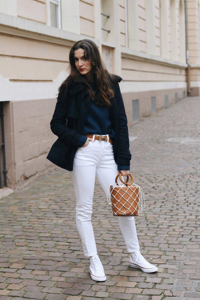 Modeblog Outfit Streetstyle Winter Look Caban Jacke Ring bag Taschentrends Mom Jeans Chucks Neele Modeblog Freiburg deutsch Top 10