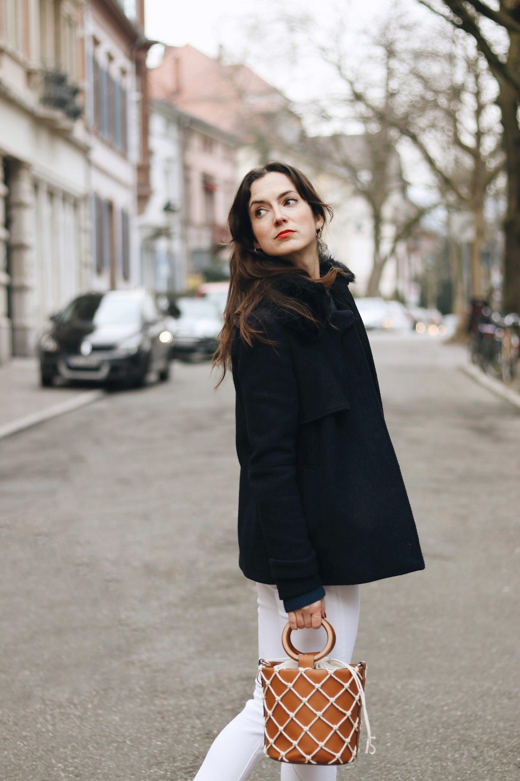 Modebloggerin Freiburg Neele Caban Jacke Winteroutfit Ideen Looks Mom Jeans Ringtasche Modetrends