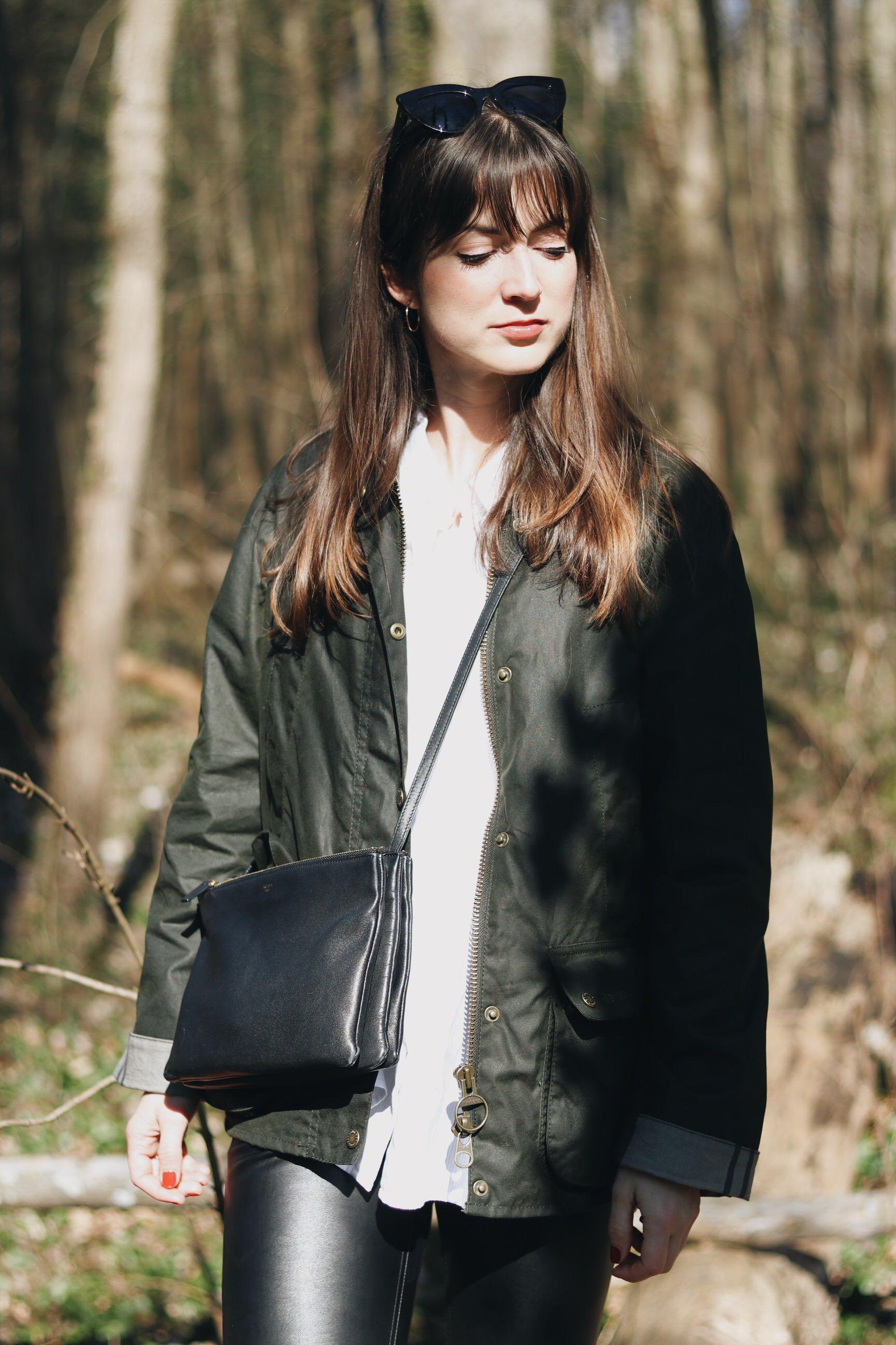 Barbour Jacket Klassiker gruen Stil Outfit Modebloggerin Outfit Celine Trio Bag wandern