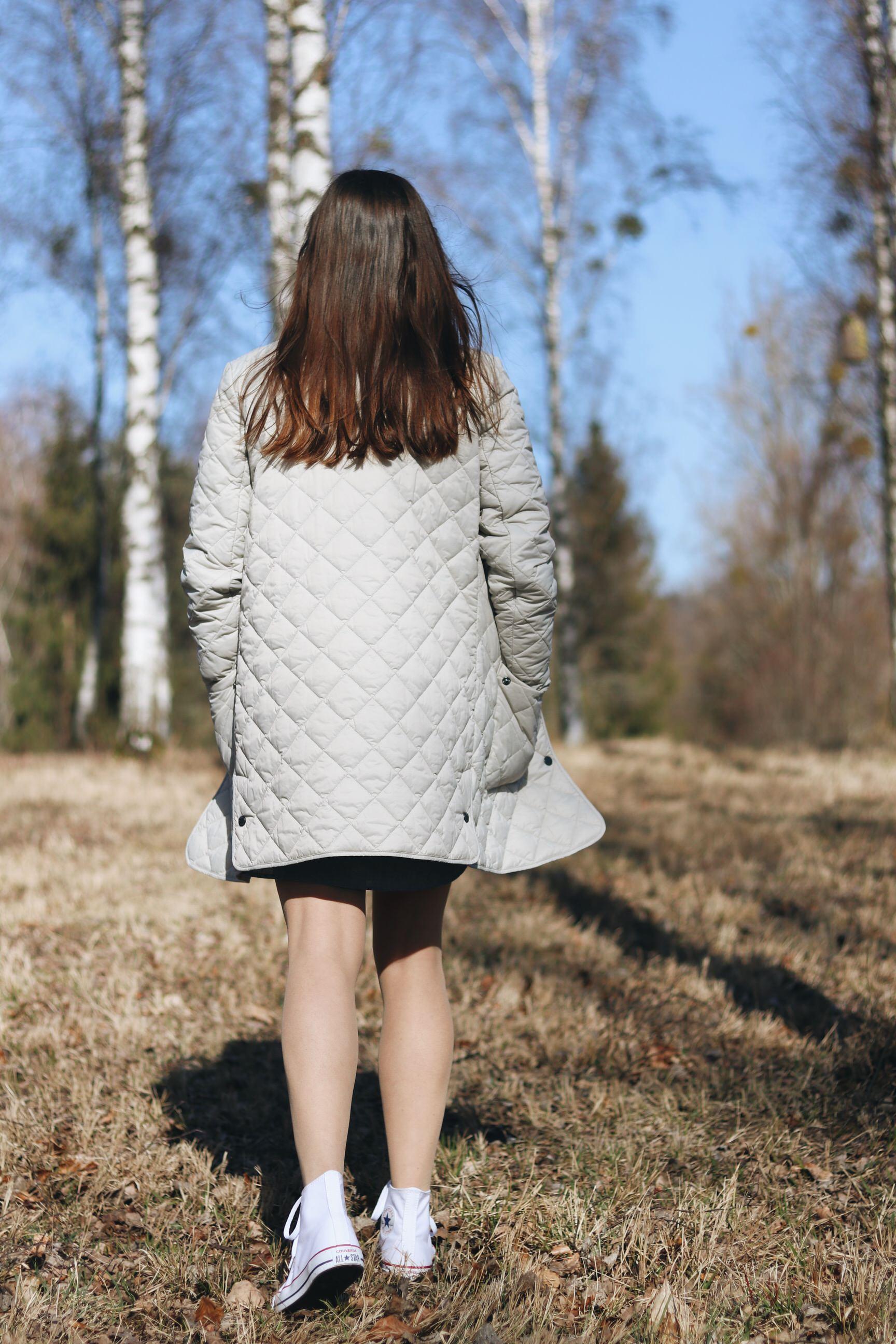 Barbour Steppmantel klassisch modern hohe chucks weiss Outfit Blog