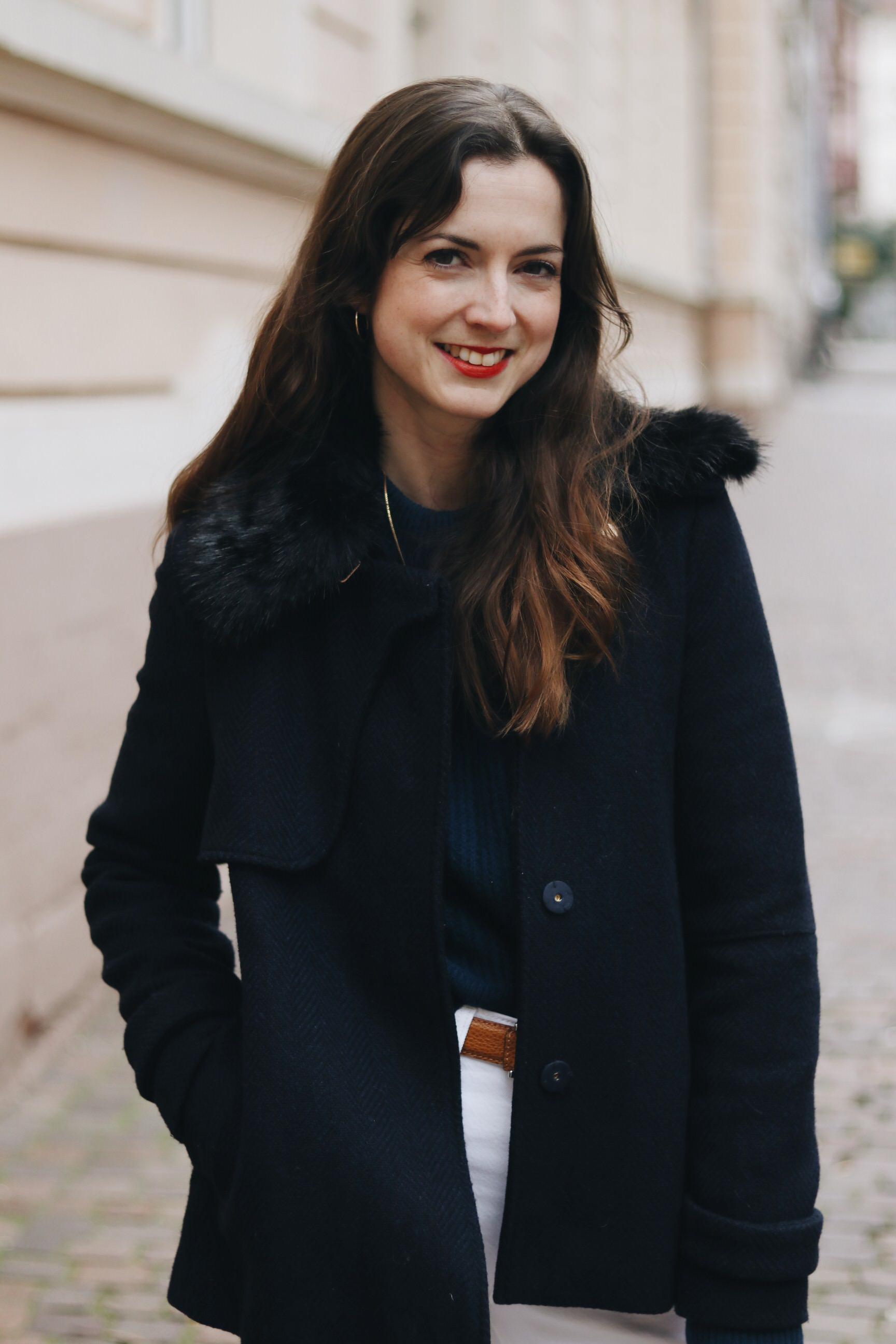 Caban Jacke Winterlook kombinieren Outfit Mom Jeans weiss Modebloggerin