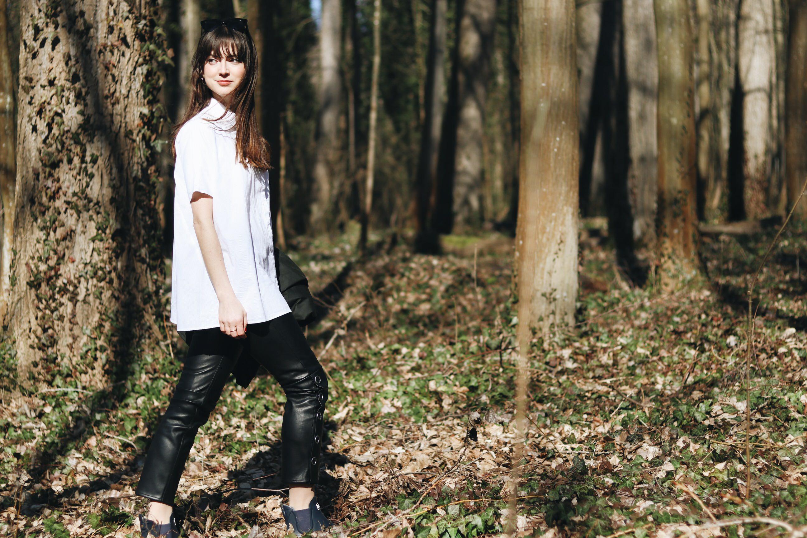Fruehling Outfit Wandern weisse Bluse Barbour Blog Modeblog