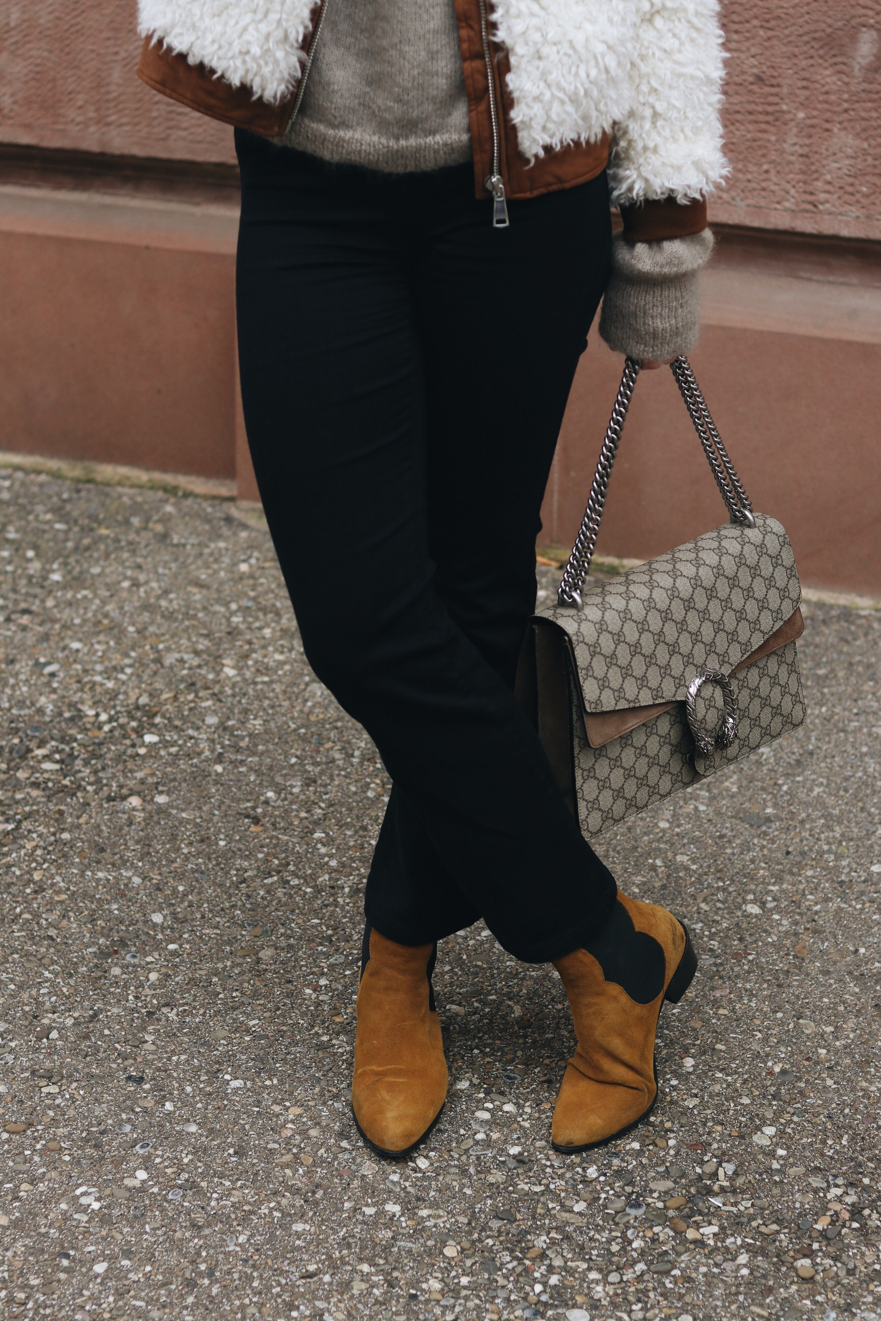 kickflare Jeans Outfitpost Bloggerin Neele kombinieren French Chic Gucci Dionysus