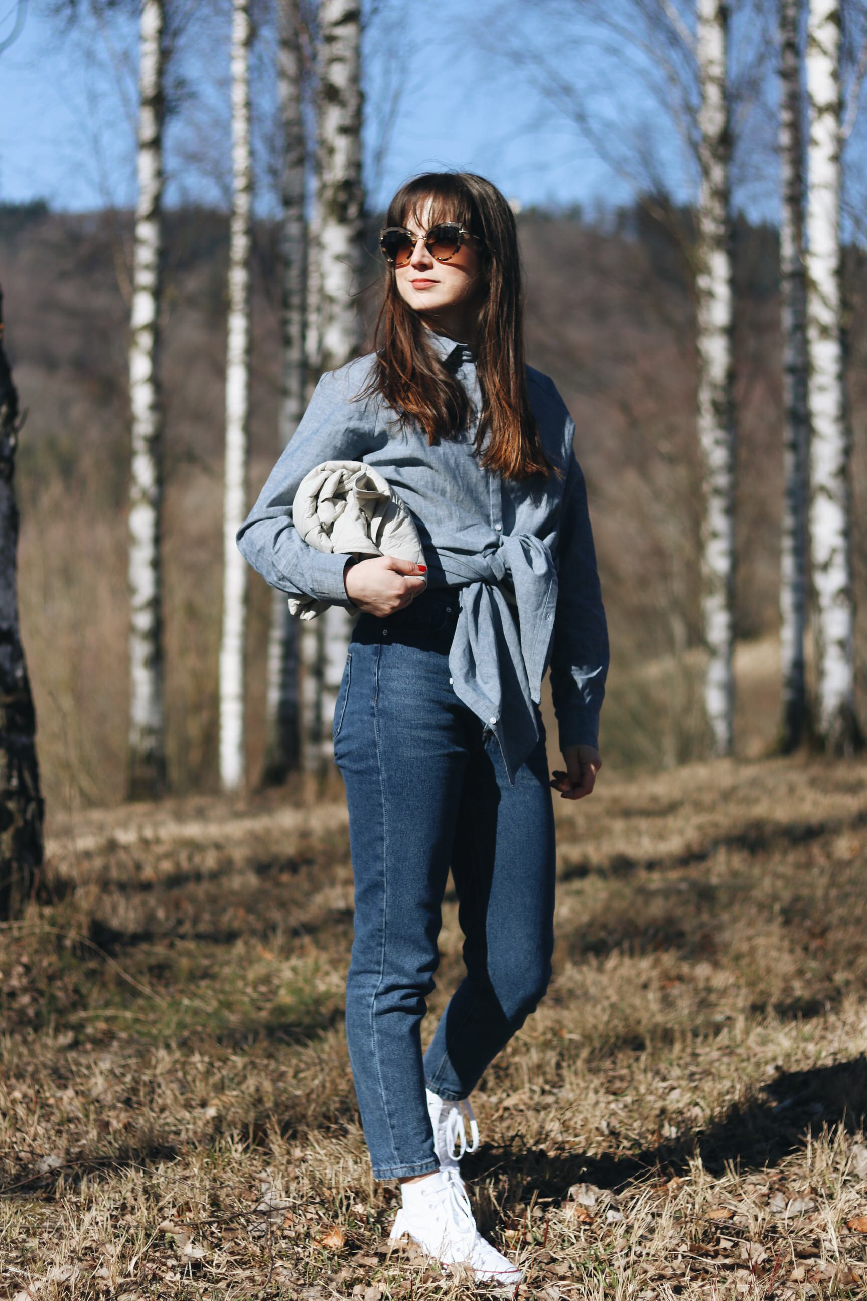 Longbluse Barbour Mom Jeans hohe weisse chucks Modebloggerin Outfit wandern Fruehling