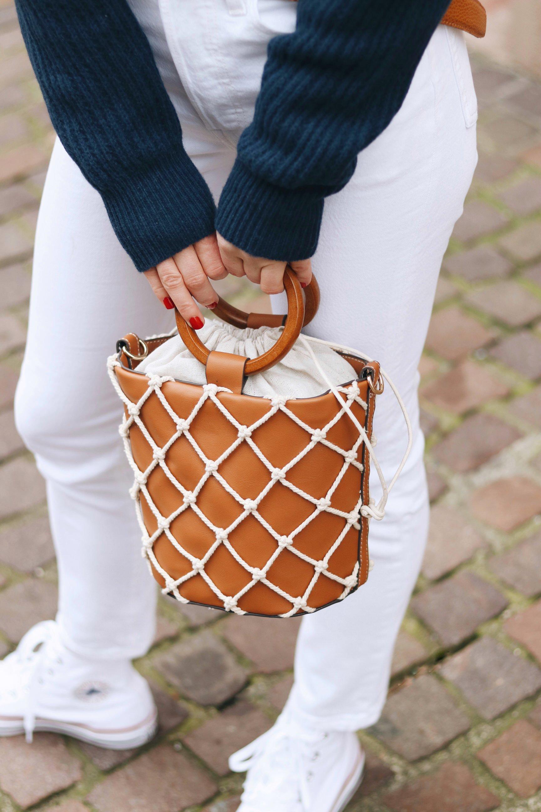 Ring Tasche Bag Mango kombinieren Modeblog Outfit Streetstyle Mom JEans weiss Blog Winterlook Neele