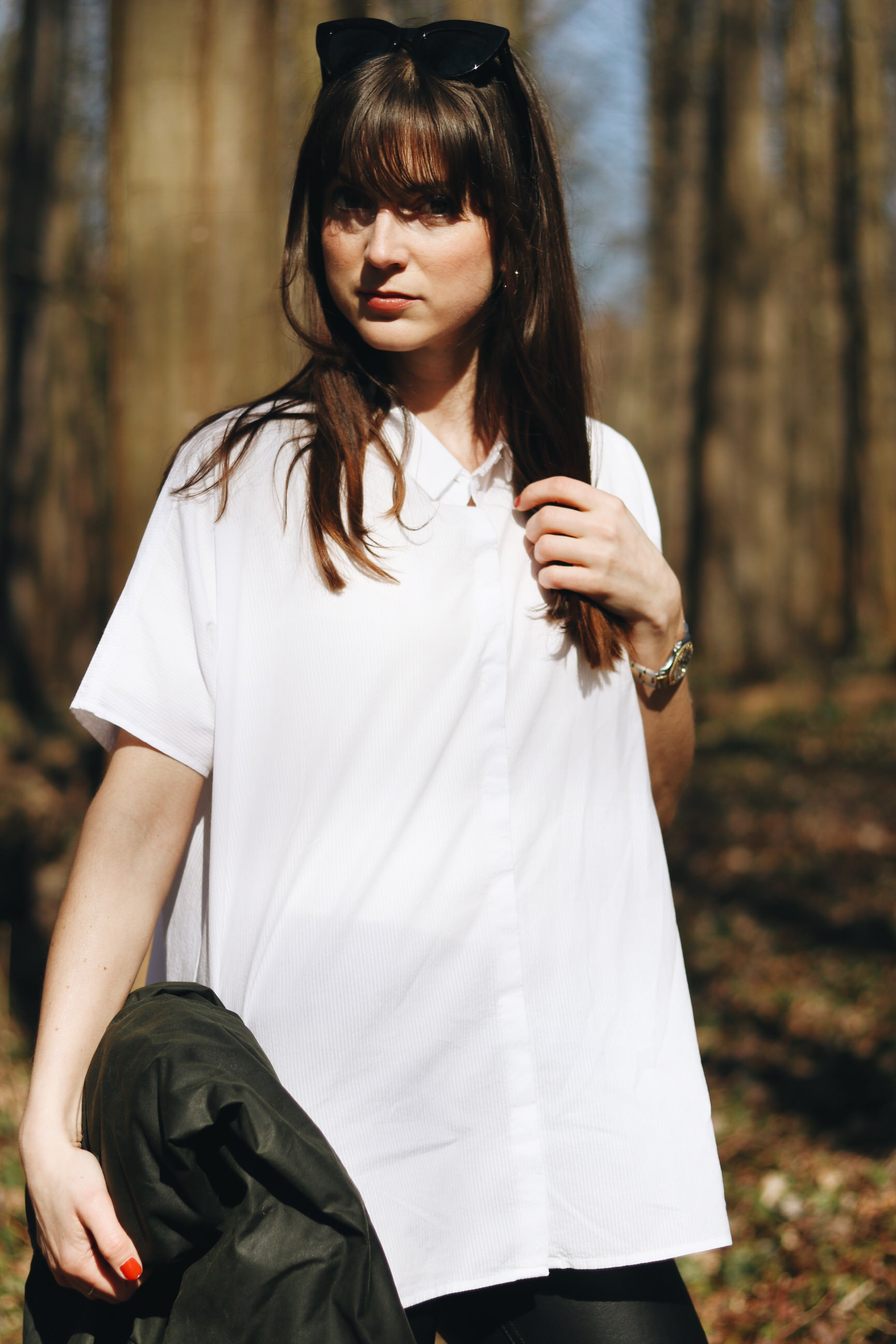 weisse Barbour Bluse Outfit Wandern Frühling Jacke Neele Modebloggerin Freiburg Schwarzwald
