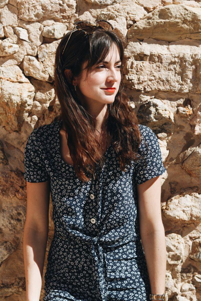Neele Modebloggerin Mallorca Outfit Sommer Look Jumpsuit Blumenmuster