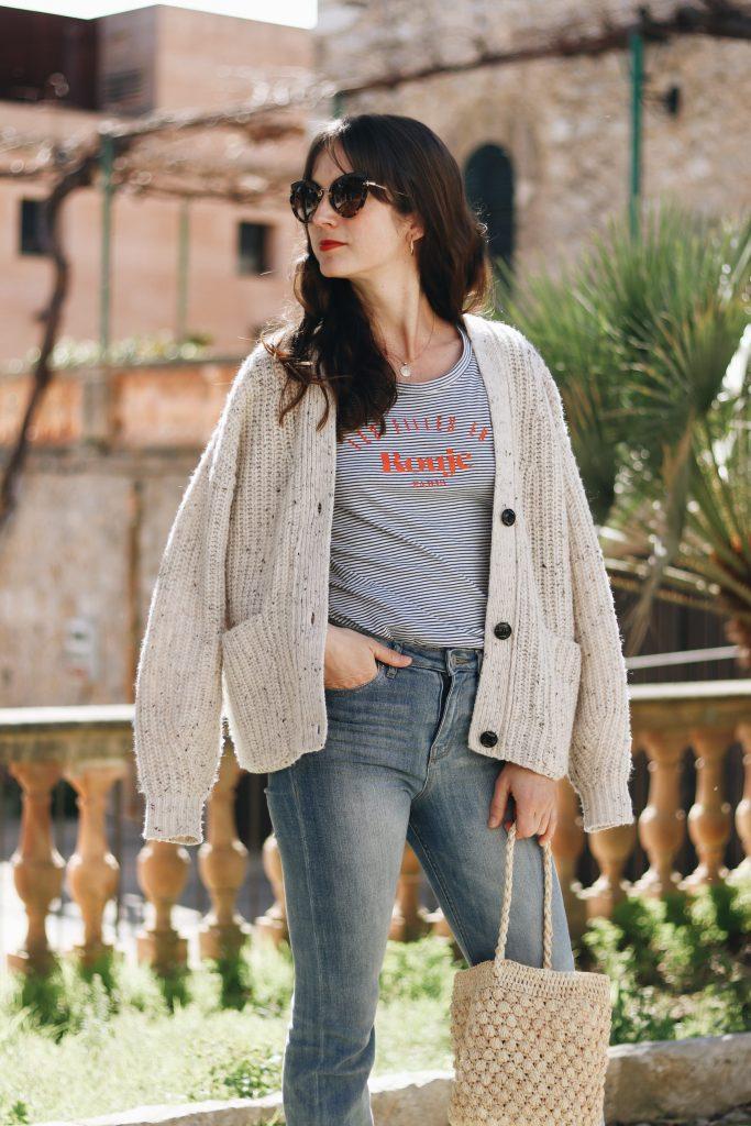Cardigan kombinieren Fruehling Streifen Oberteil Korbtasche Outfit Modeblog Bloggerin Neele