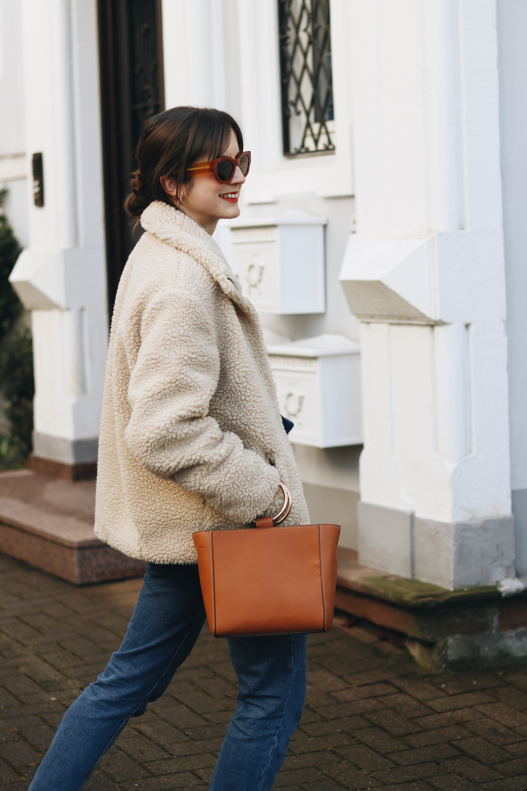 Fake Fur Jacke Ring Bag Modetrends Modeblog Outfit