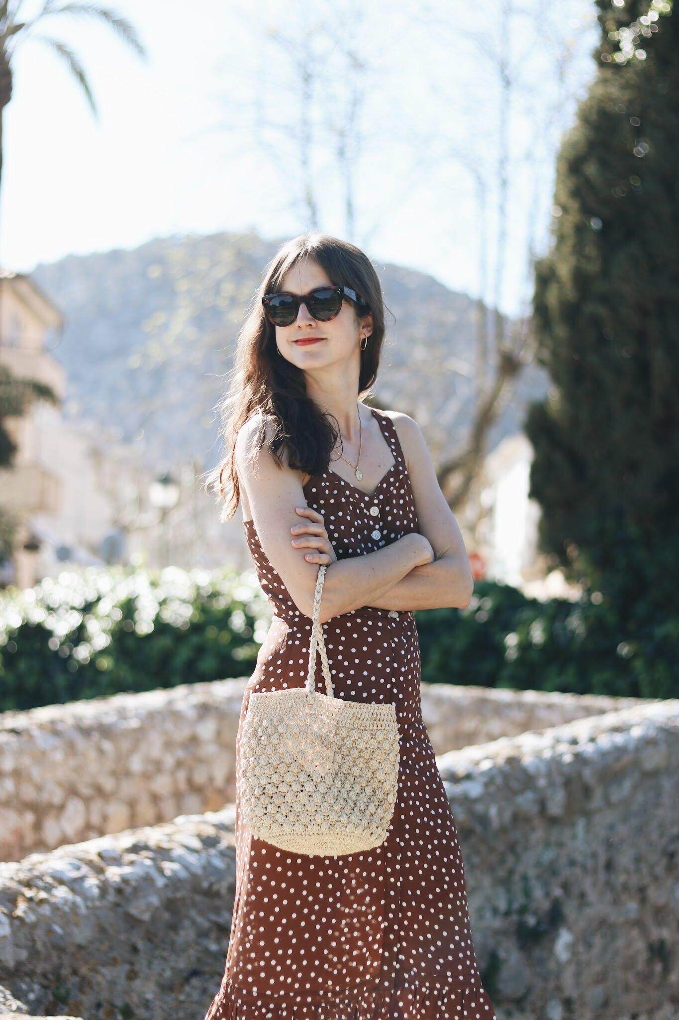 Korbtasche kombinieren rund gepunktetes Kleid Celine Sonnenbrille Outfit Blog